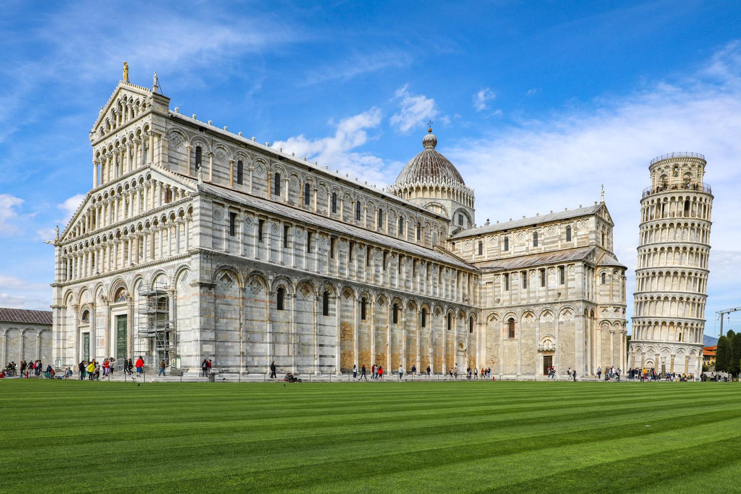toren van Pisa met de kathedraal